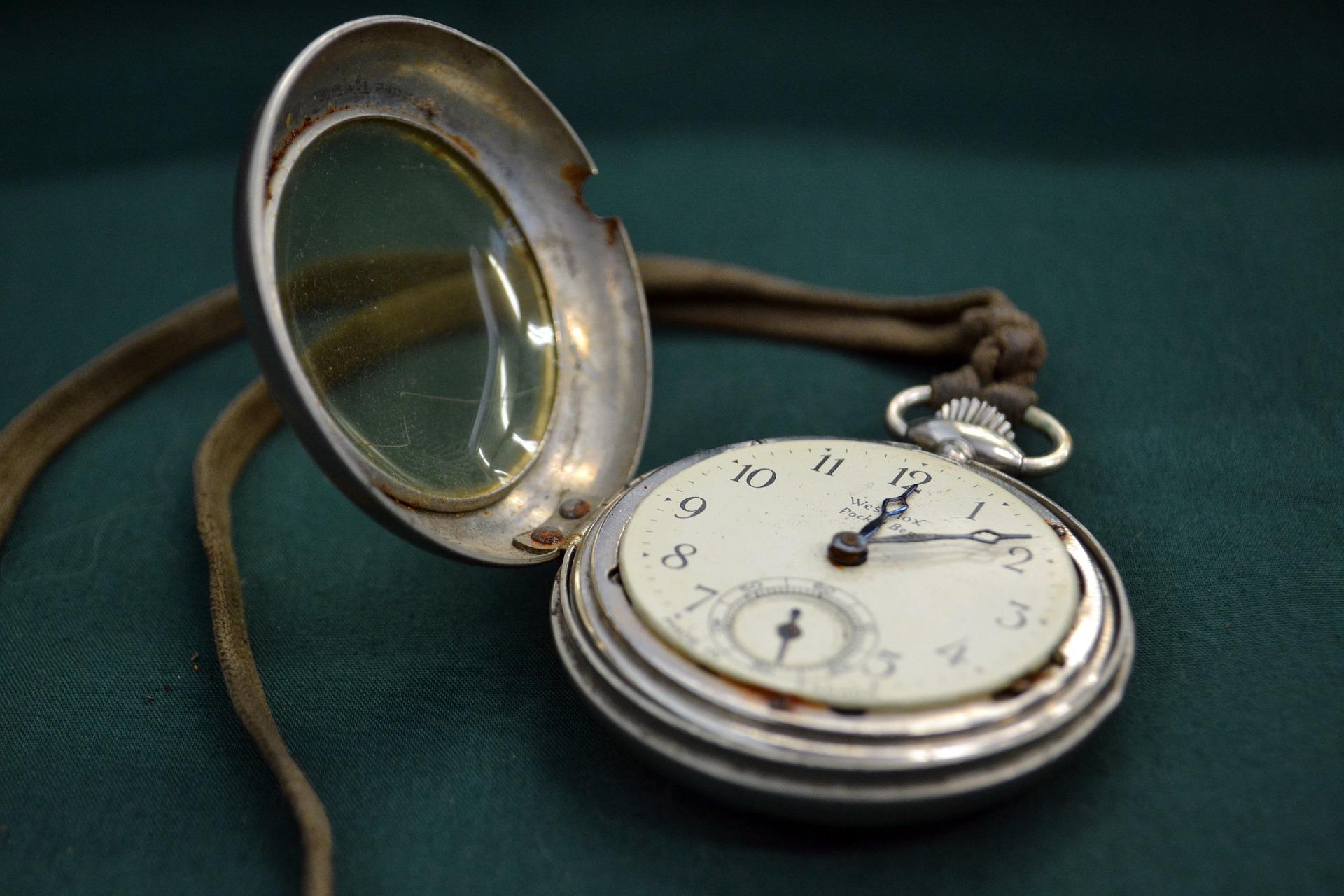 Zegarek odmierzający czas. Biuro rachunkowe Kwidzyn.