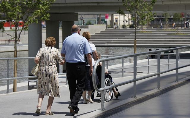 Podjazd dla niepełnosprawnych w parku