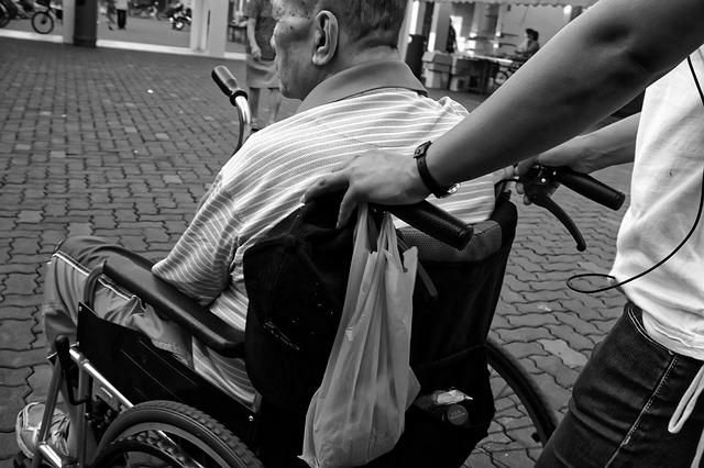 podjazd dla niepełnosprawnych - poruszanie się na wózku bez barier