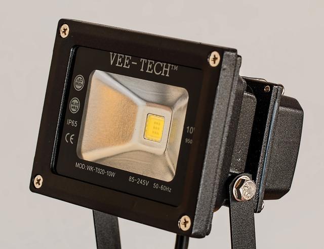 Energooszczędne i trwałe urządzenie, halogen LED z czujnikiem ruchu