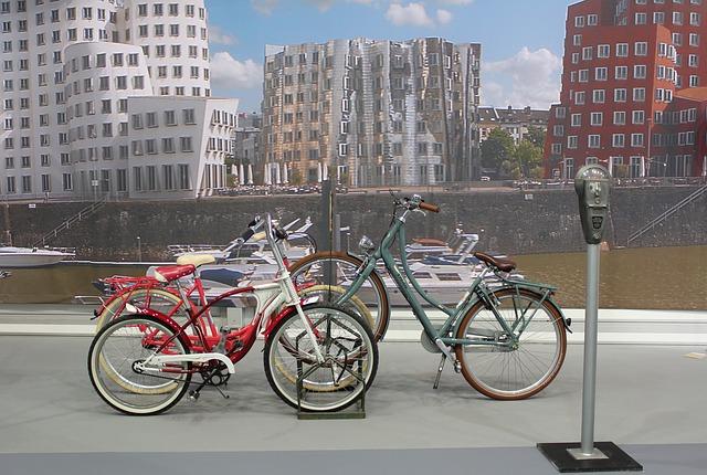 Stosowanie zapięć rowerowych obniża ryzyko kradzieży roweru ze stojaka.
