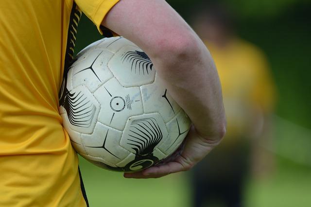 FIFA 18 pozwoli poznać piłkę nożną z innej strony.