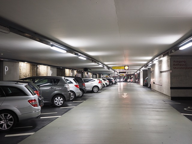 Dodatkowa funkcjonalność centralki alarmu przyda się na zatłoczonym parkingu.