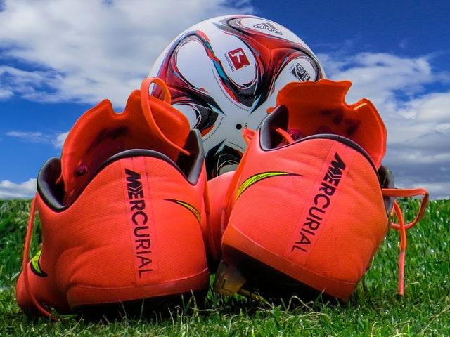 piłka nożna - buty i piłka