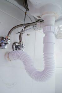 Montaż umywalki również wymaga odpowiednich akcesoriów do hydrauliki.