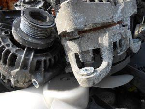 Zużyty alternator samochodowy.