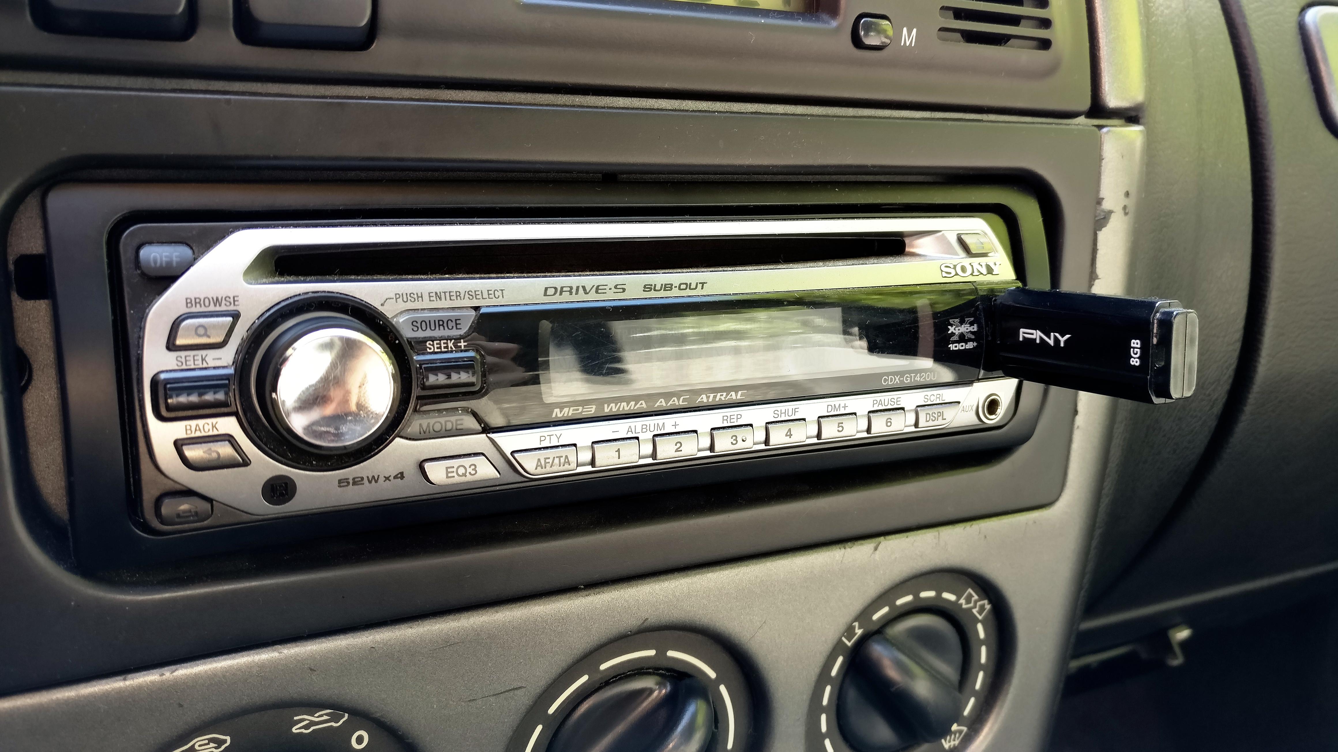 Ramki do radia samochodowego z wejściem na pendrive