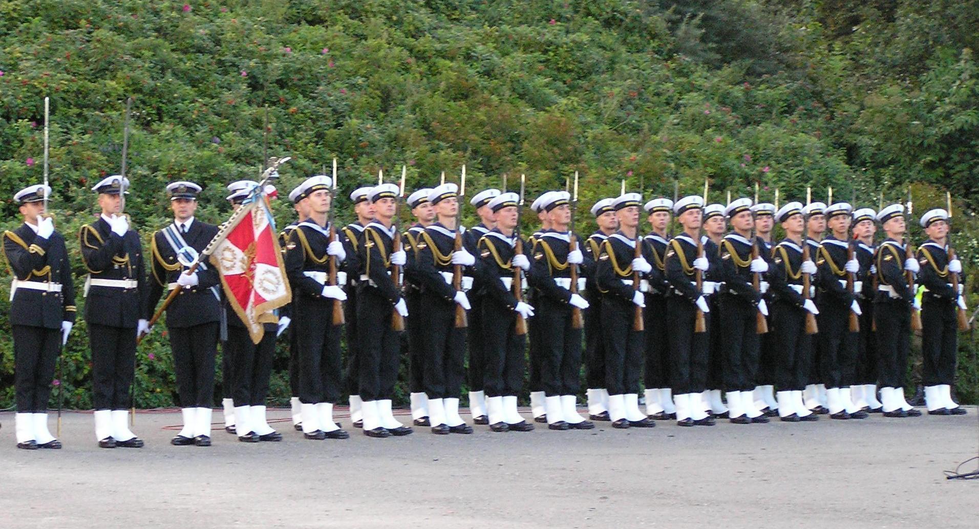 Taśma dystynkcyjna jest jednym z elementów pomagających odróżniać poszczególne stopnie wojskowe.