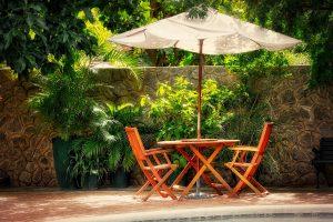 ogródek letni z parasolem