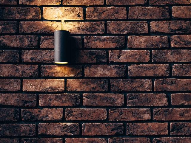 Lampa ścienna z kablem odznacza się świetną jakością