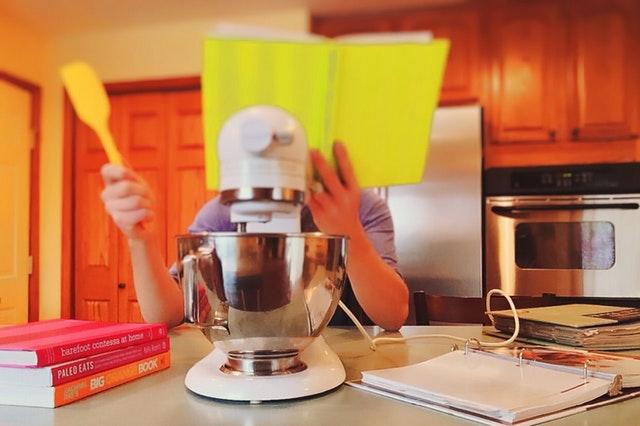 Miksery ręczne z obrotową misą to niezbędnik w każdej kuchni