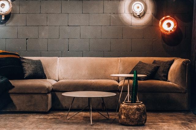 Gdzie warto wykorzystać lampę ścienną okrągła do malowania?