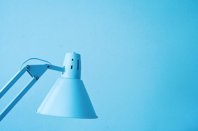 stylowe lampy stołowe do mieszkania zapewnią Ci doskonałe oświetlenie