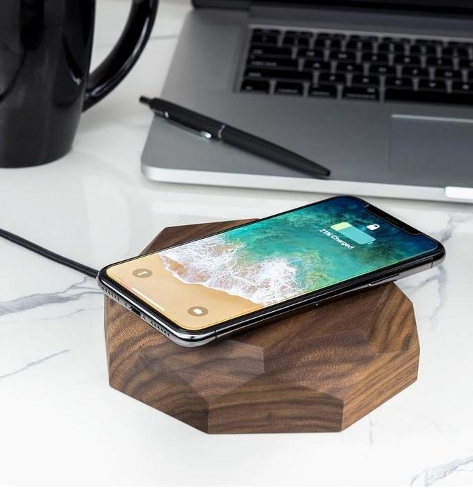 Bezprzewodowa ładowarka to stylowy i funkcjonalny gadżet do Twojego smartfona, smartwatcha czy innych urządzeń elektronicznych