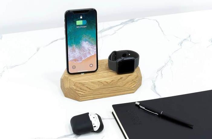Ładowarka do iPhone i Apple Watch to urządzenie, które znajdziesz w przystępnej cenie w sklepie Oakywood