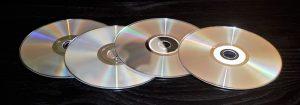 Napędy optyczne umożliwaja odczyt płyt CD i DVD, a także Blu-Ray