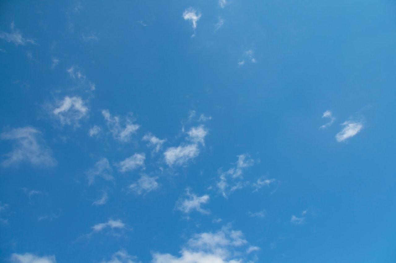 Czyste powietrze przy pomocy oczyszczacza