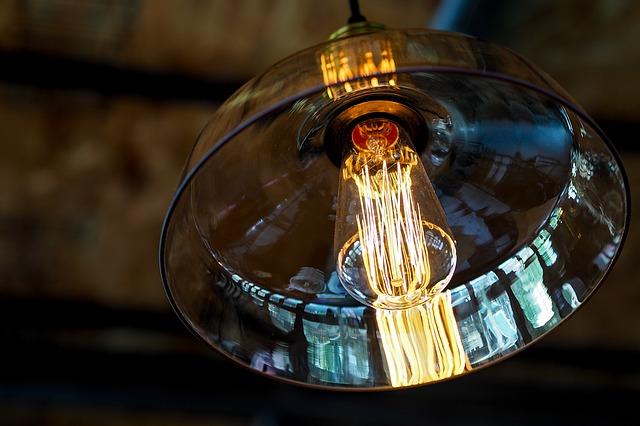 Lampy wiszące wpasują się w stylistykę każdego wnętrza