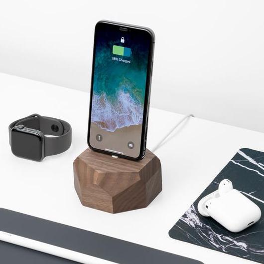 Stacja ładowania iphone to urządzenie, które znajdziesz w przystępnej cenie w sklepie Oakywood