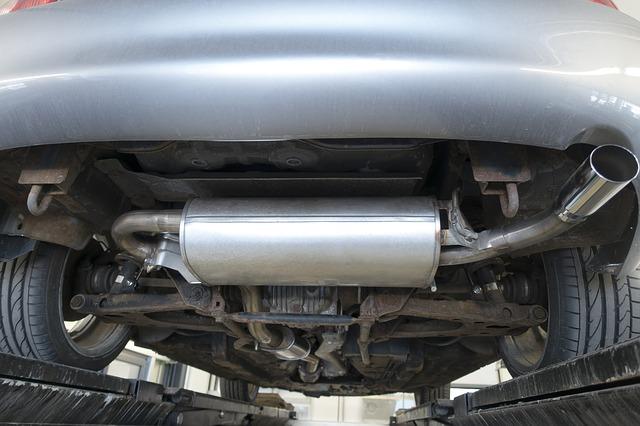 zamontowany tłumik samochodowy