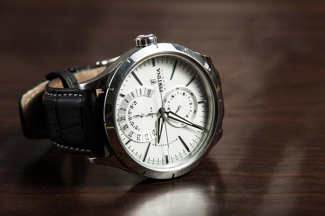 Zegarki Henry London na półce sklepu